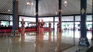 Tari Klasik Yogyakarta - Golek Ayun Ayun - 24 Nopember 2013 di Kraton Yogyakarta width=
