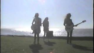 Las Kellies - 'Summer Breeze'