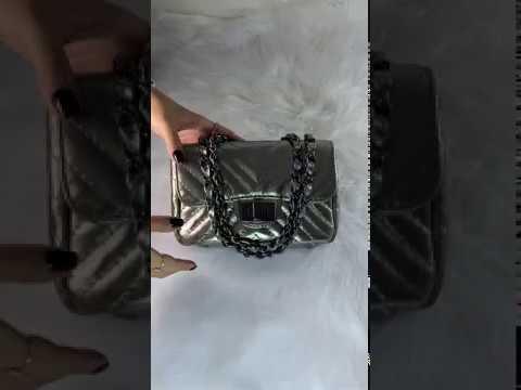 BOLSA VERSALHES PEQUENA Bolsa de corrente em couro legítimo metalizada prata matelassê chevron