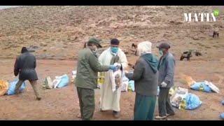 Région D'Imilchil : des nomades surpris par la neige bénéficient d'une opération de solidarité
