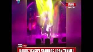 Hande Yener'e sahnede uçan tekme!