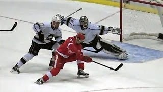 Jonathan Quick robs Tatar with crazy split save