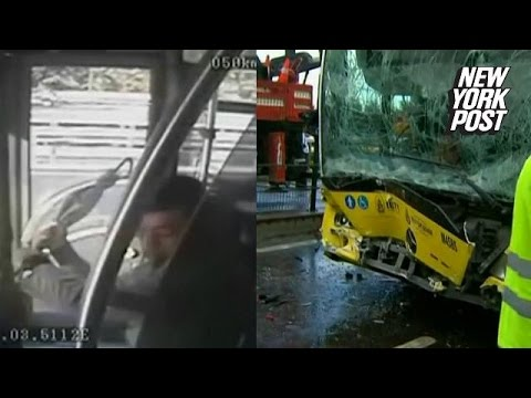 Bataie cu un sofer de autobuz care duce la accident