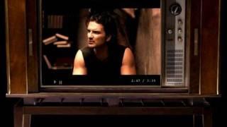 Ricardo Arjona: COMO DUELE - Video Oficial [Version TV]