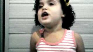 """Maiara singing """"Parabéns pra você"""" to Billie Perry! And Happy birthday too! lol Crazy too"""