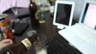 Enchendo copo