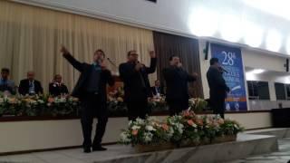 Quarteto Gileade cantando eu sou feliz com jesus