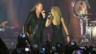 Shakira deslumbra en el escenario con Maná