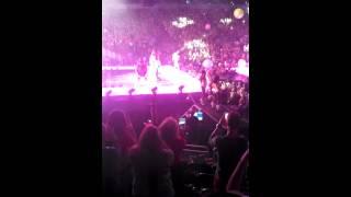 Miley Cyrus-SMS Bangerz (Live @ Bangerz Tour)