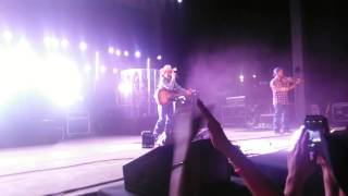 Cody Johnson throw down!  Stops  show because of a fight