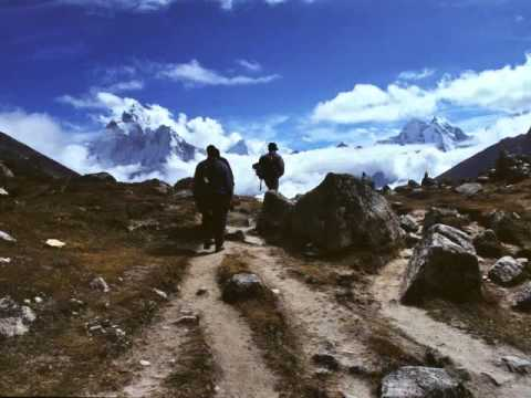 NEPAL: TREKKING EVEREST