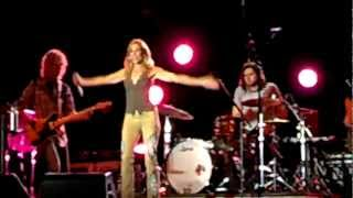 "Sheryl Crow - ""Shotgun"" (2012-08-14)"