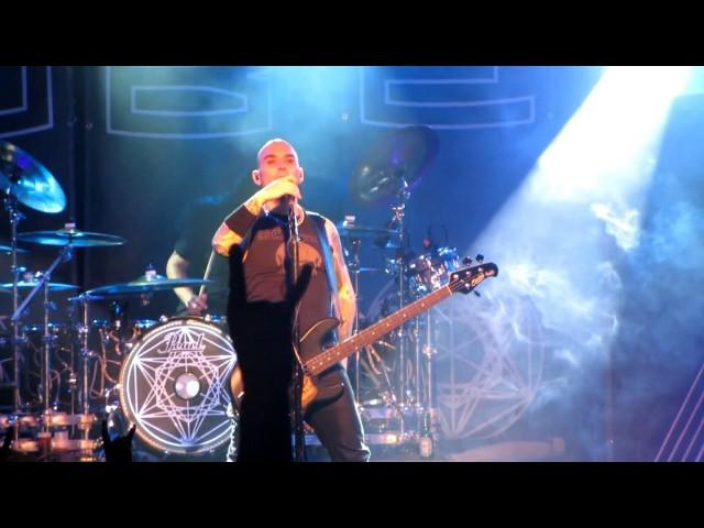 Vídeo de un concierto en la sala Custom.