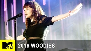 """Chvrches Perform """"Clearest Blue"""" at MTV Woodies/10 for 16 