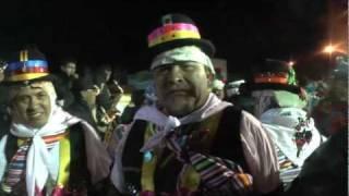 CHUTOS SE DIRIGEN AL GOBIERNO Y BAILAN CON LOS ENGREIDOS DEL PERU