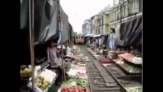 EXTREME !! Train passing through a market so scary
