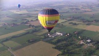 A Modena il volo lento e tranquillo delle mongolfiere