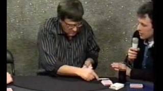 Mágico some com as cartas