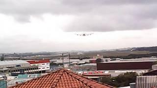 A380 EMIRATES PASSA RASANTE NA AVENIDA  EM GUARULHOS