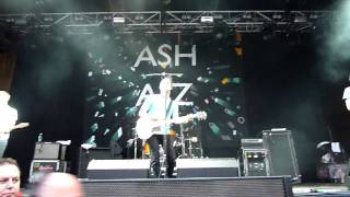 Ash - Belsonic 2010 - Girl From Mars - Front Row (HD) Supporting Kasabian