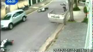 Bandidos e policiais trocam tiros em rua do Butantã - São Paulo