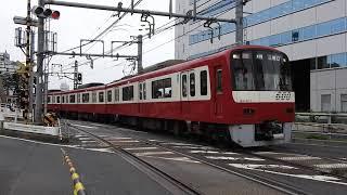 Keikyu line crossing in Shinagawa