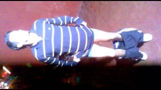 Uabe bailando su canción