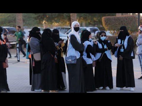مشجعات يحضرن مباريات كرة قدم  في الرياض