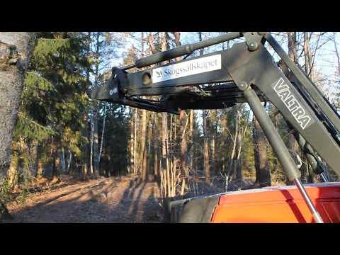Skogsekipage Valtra 6550 samt timmervagn med kran