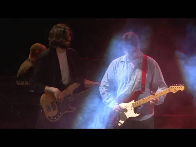 """Vídeo de Real Straits interpretando """"Sultans of Swing""""."""
