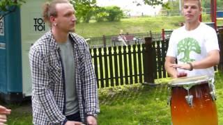 Lidzbarscy bębniarze grają podczas Pikniku Rodzinnego w Parku im. Ireny Kwinto
