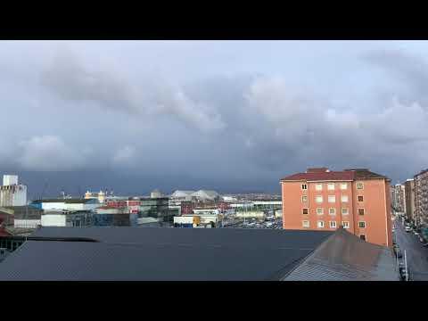 Un amanecer de nubes negras y mucho frío