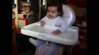 Bebe de 7 meses bailando