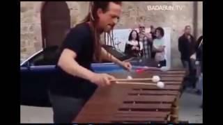Sorprendente Hombre Toca Cancion De Coldplay con Marimba