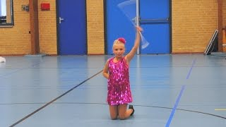 4-11-2014 Concours Losser, Laura: Solo dance twirl preteen beginner, EVC Enschede