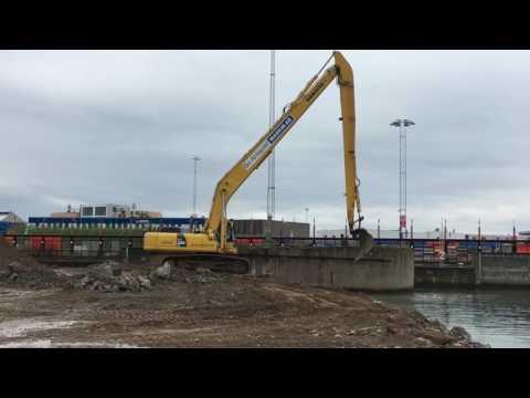 Komatsu långgrävare i Helsingborg Hamn