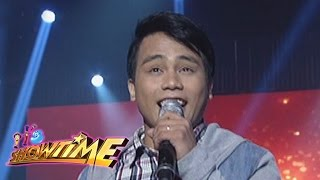 "It's Showtime: Noven sings his rendition of ""Narda"""