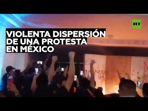 Reprueban a los policías que dispararon al aire durante una protesta en México