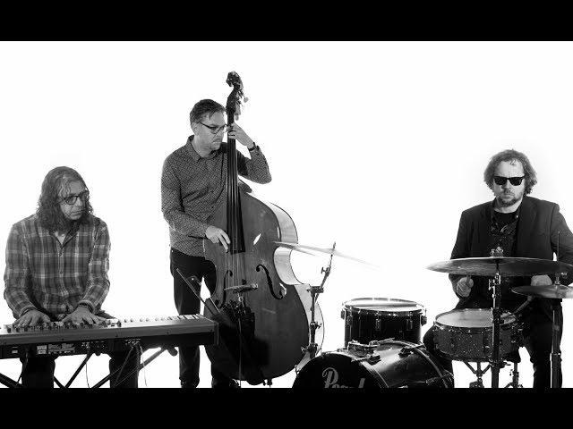 Trio Gafas en Acqustic