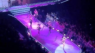 """Fergie Solo """"Fergalicious + Glamorous"""" - Black Eyed Peas The E.N.D World Tour -Live Montréal 2010"""