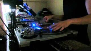 DJ Fuerte scratch