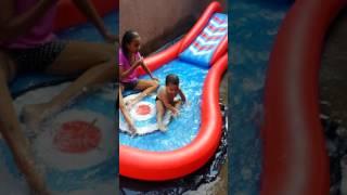 Banhando de piscina com maninha