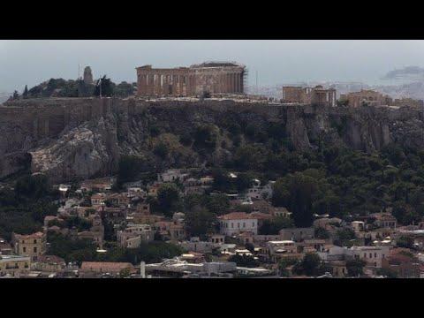 حي انافيوتيكا اليوناني على سفح هضبة الأكروبول يقاوم الزمن