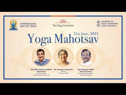 Dr. Hansaji in conversation with Nitin Gadkari ji & Shripad Naik ji. International Day of Yoga 2021