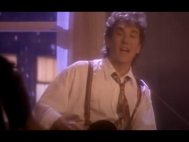 Videoclip oficial de 'As Long As You Follow', de Fleetwood Mac.