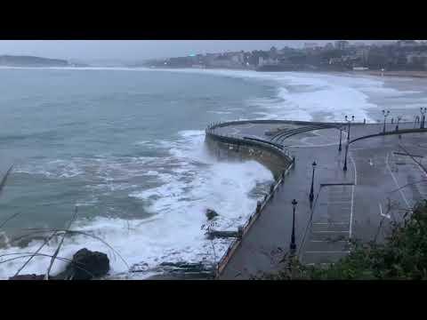 El Cantábrico con temporal visto desde la senda de Mataleñas