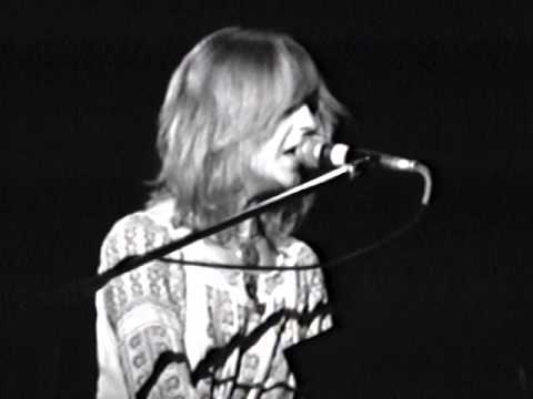 fleetwood-mac-spare-me-a-little-of-your-love-10-17-1975-capitol-theatre-official-fleetwood-mac-on-mv