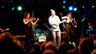 Steve Earle & The Dukes (Ft Alison Moorer Earle & The Mastersons) - The Galway Girl