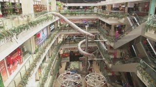 Giant slide to open in Chinese shopping mall