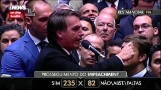 Eduardo e Jair Bolsonaro votando SIM ao IMPEACHMENT da Dilma